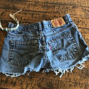 The Perfect Fit, Levi Cut offs